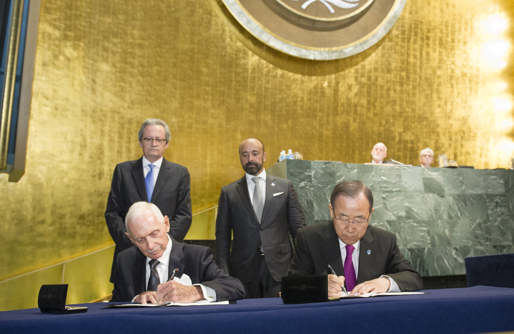 During the opening of the UN Summit for Refugees and Migrants, Secretary-General Ban-Ki Moon seated right) and William Lacy Swing (seated left), Director General of the International Organization for Migration (IOM), sign the agreement to make the IOM a Related Organization of the UN.