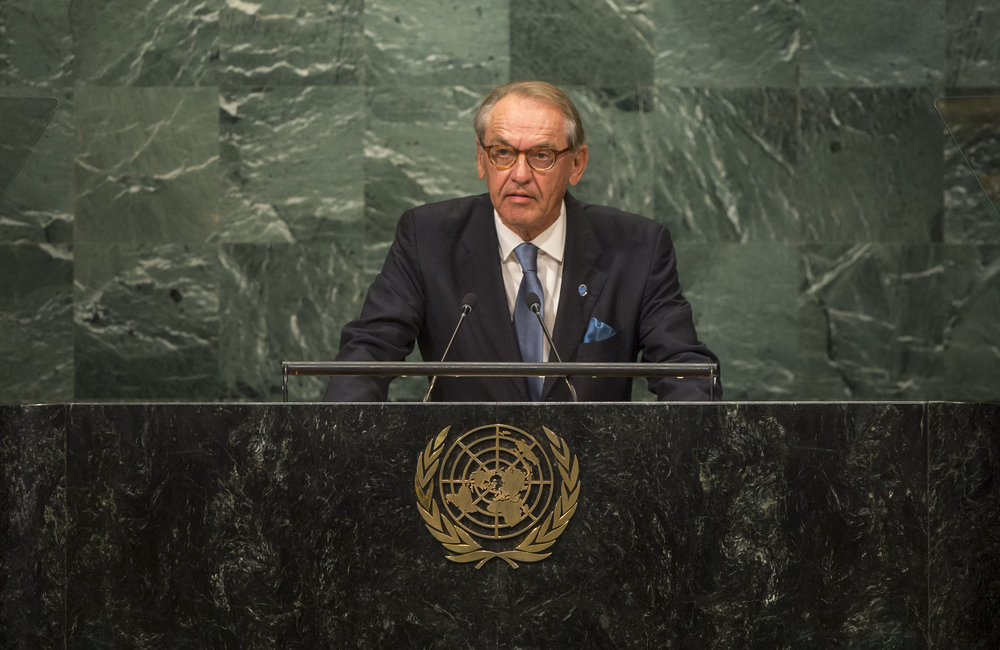 Deputy Secretary-General Jan Eliasson, speaking on behalf of Peter Sutherland, Special Representative of the Secretary-General for International Migration, addresses the opening segment of the United Nations high-level summit on large movements of refugees and migrants.